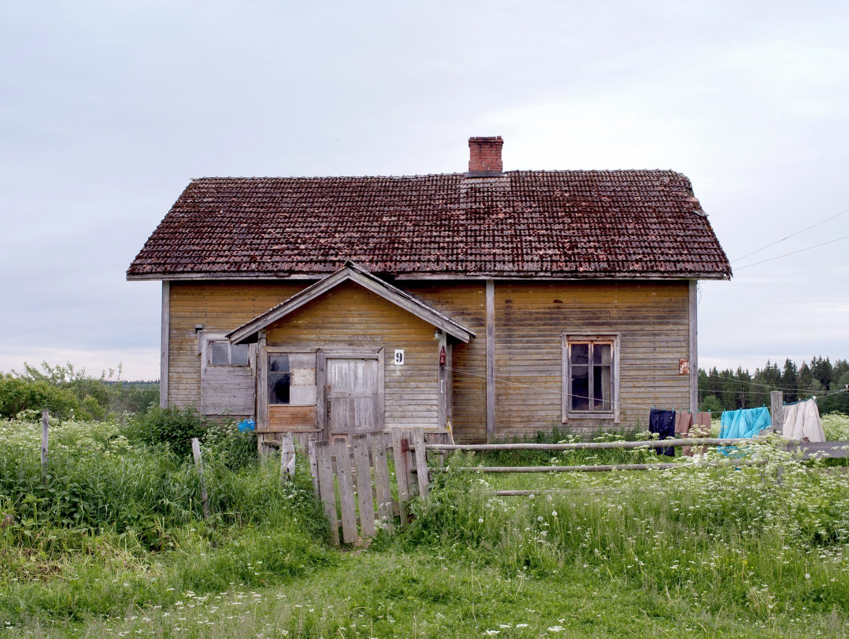 Kasaniya (Tracks), c-print, 100x120, 2013 / Russia, Republic of Karelia. A house in the Leppyaselkya settlement (Leppäselkä in Finnish), which had twelve residents in 2013