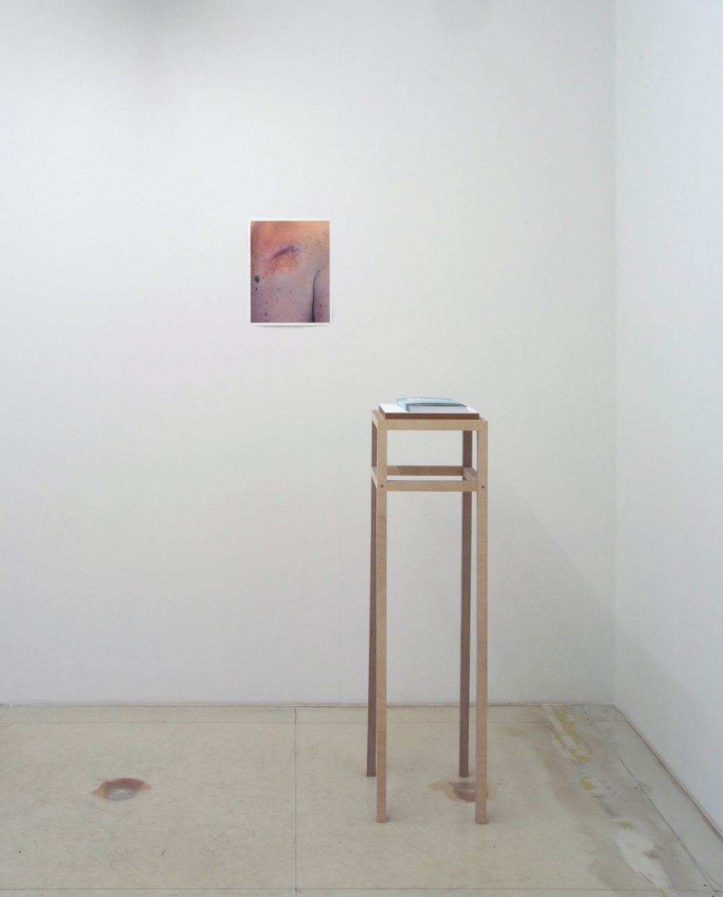 Die Übrigen, installation view, Diehl Cube, Berlin, Germany, 2015